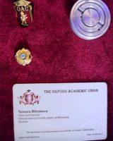 Нагрудные значки, печать и удостоверение Полномочного члена Совета Оксфордского академического союза.